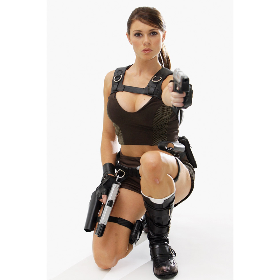Busty solo girl Lora Croft toys her moist pussy in a shower stall № 967967 загрузить