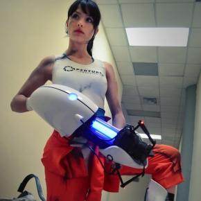 chell-portal-2-angela-bermudez-cosplayer