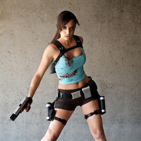 lara-croft-illyne-cosplay-model