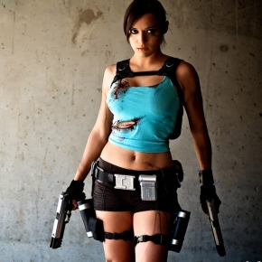 lara-croft-illyne-tomb-raider-cosplay-model