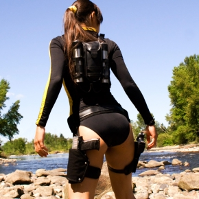lara-croft-swimsuit-illyne-cosplay-model