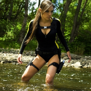 lara-croft-swimsuit-illyne-cosplay