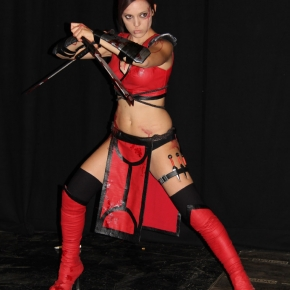 skarlett-mortal-kombat-illyne-cosplay-model