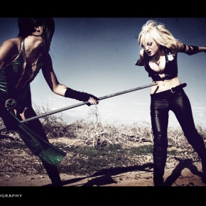 mortal-kombat-cosplay-models-fighting