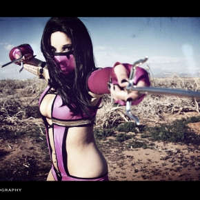 mortal-kombat-model-cosplay