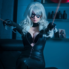 riddle-black-cat-cosplay-model