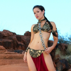 scruffy-rebel-cosplayer-princess-leia-slave-girl-outfit