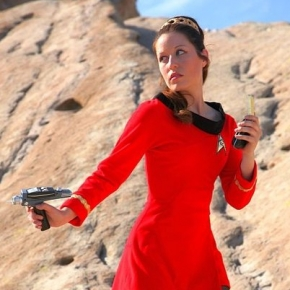 scruffy-rebel-cosplayer-star-trek-red-dress