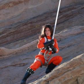 scruffy-rebel-starwars-female-x-wing-pilot-cosplay